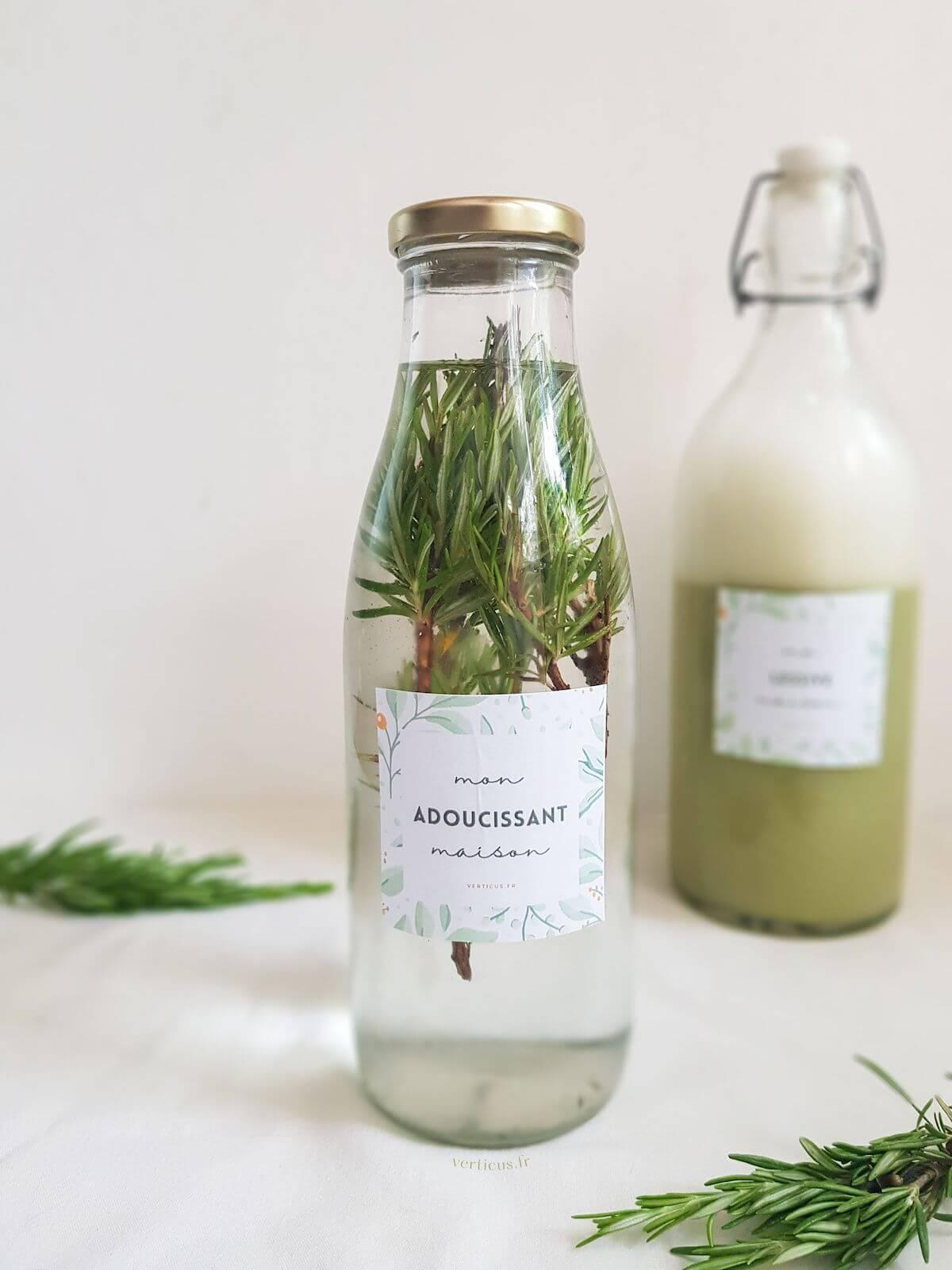 Recette d'adoucissant maison au vinaigre blanc et aromates du jardin