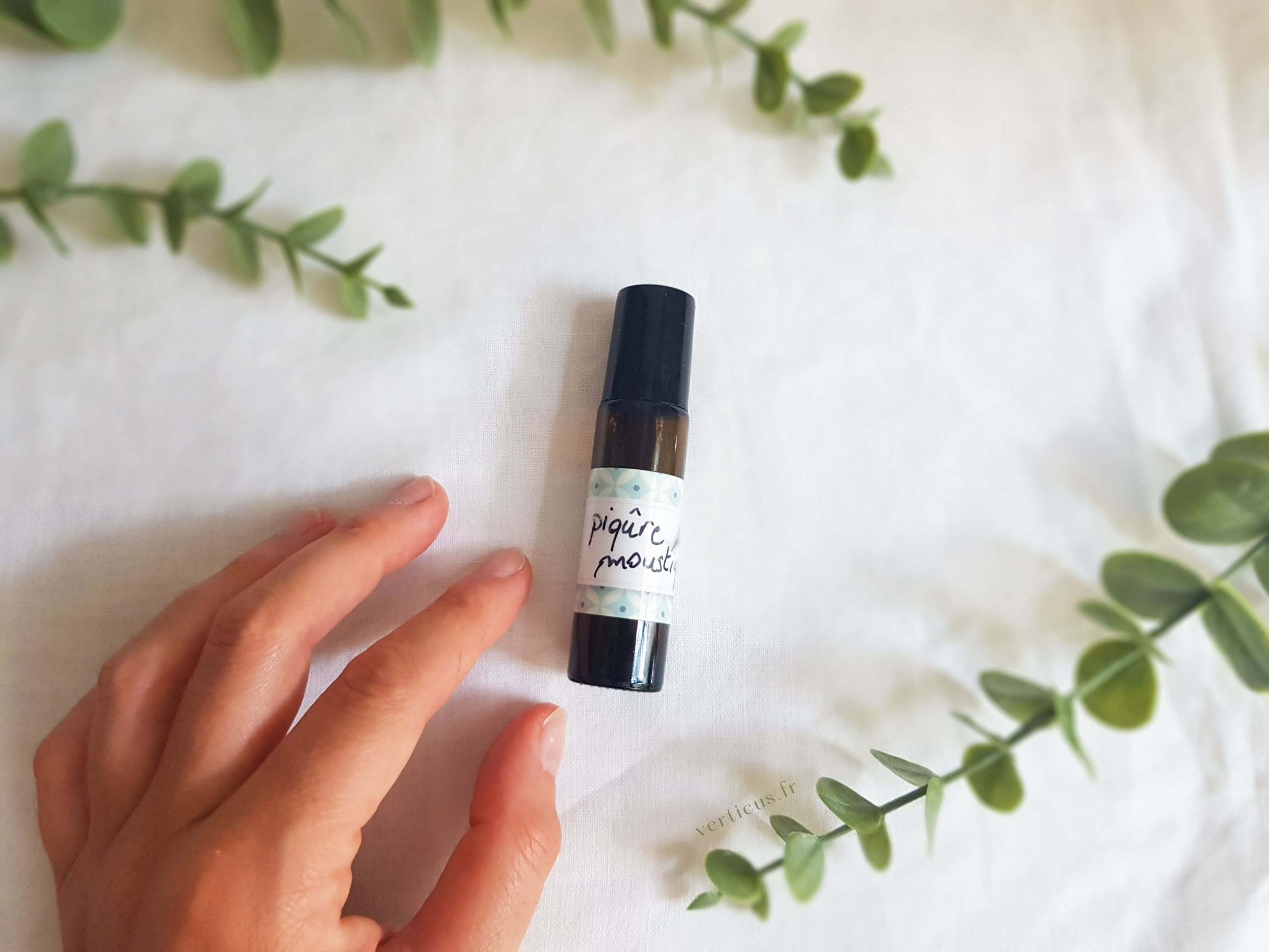 Roll-on apaisant aux huiles essentielles pour soulager les piqûres de moustiques